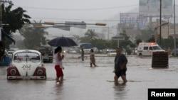 Poplavljene ulice u Akapulku