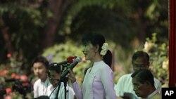 昂山素季3月30日在仰光对媒体发表讲话