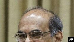 印度央行行长苏巴拉奥4月17日在孟买召开的货币政策会议上