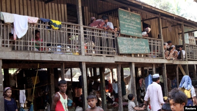 Muslims gather at Thechaung refugee camp in Sittwe, Rakhine State, western Burma, October 29, 2012.
