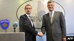 Novi specijalni predstavnik EU na Kosovu Fernando Đentilini i premijer Kosova Hašim Tači