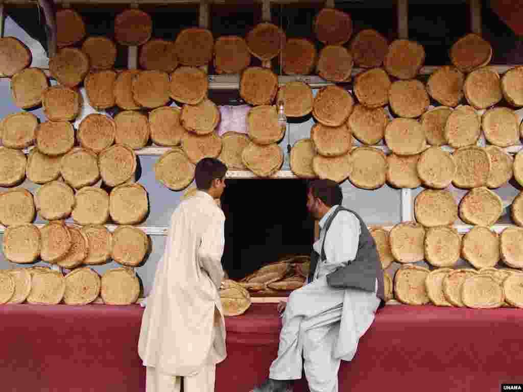 افغانها یکی مردمان جهان اند که مصرف زیاد نان خشک دارند