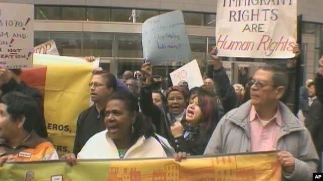Protestors demonstrate against immigration legislation in US state of Arizona