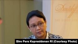 Menteri Luar Negeri RI Retno Marsudi menjelaskan seputar pertemuan bilateral antara Presiden Joko Widodo dengan Perdana Menteri (PM) Australia Malcolm Turnbull pada Jumat (7/7) di Hotel Steigenberger Hamburg, Jerman. (Foto: Biro Pers Kepresidenan RI)