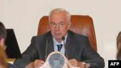 Ukraynanın baş naziri Mikola Azarov