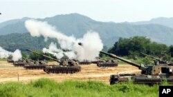 韩国K-9自行火炮进行实弹射击(资料)
