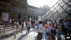 Париж, Лувр. 6 июля 2020 г.