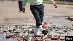 یکی از مراسم امحای مشروبات الکلی توسط نیروی انتظامی