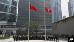 Pemerintah Hong Kong memberikan penghormatan bagi para korban kecelakaan kapal ferry dengan mengibarkan bendera setengah tiang di Pusat Kantor Pemerintahan Hong Kong di kota tersebut (4/10).