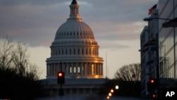 Une vue du Capitole des États-Unis qui sert de siège au Congrès américain, 7 mars 2013.
