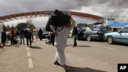 FILE - Syrian refugees arrive at the Oncupinar Turkey-Syria border gate near Kilis, Turkey, Sept. 28, 2014.