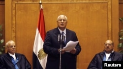 Adly Mansour (C), Egypt's chief justice and head of the Supreme Constitutional Court, speaks at his swearing in ceremony as the nation's interim president in Cairo, July 4, 2013, a day after the army ousted Mohamed Morsi as head of state.