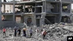 Palestinci iznose svoje stvari iz srušenih zgrada tokom 12-satnog primirja
