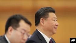 ប្រធានាធិបតីចិនលោក Xi Jinping (ស្តាំ) បានចូលរួមកិច្ចប្រជុំជាមួយប្រធានាធិបតីស៊ែប៊ី Tomislav Nikolic នៅវិមាន Great Hall កាលពីថ្ងៃទី៣០ មីនា ២០១៧ ទីក្រុងប៉េកាំង ប្រទេសចិន។