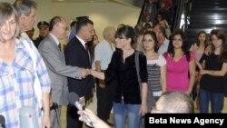Pomoćnik ministra spoljnih poslova Srbije za konzularne poslove Dragan Marković sa državljanima Srbije evakuisanim iz Sirije