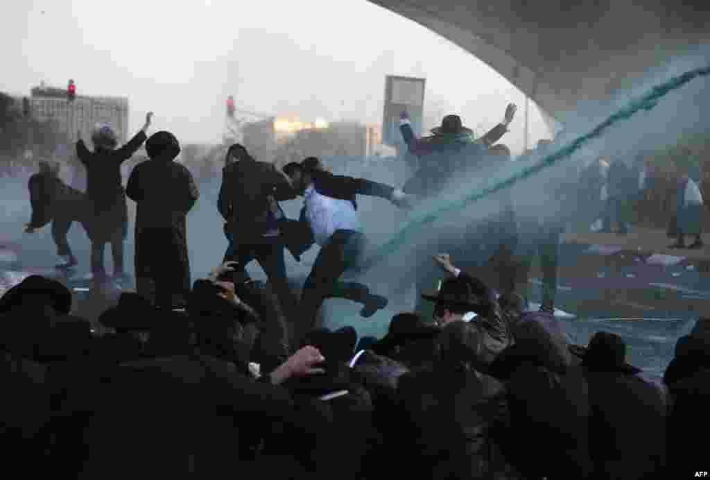 İsrail - Orduya getməyə qarşı olan yəhudi ortodokslarla təhlükəsizlik qüvvələri arasında qarşıdurma