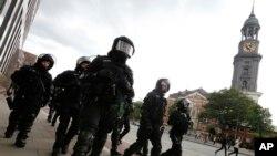 Policía antidisturbios durante el segundo día de la cumbre del G20 en Hamburgo, Alemania, en julio del 2017, donde las jornadas estuvieron marcadas por las protestas.