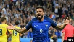 Olivier Giroud célèbre son but la Roumanie, France, le 10 juin 2016.