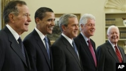 El exclusivo club de presidentes, de izquierda a derecha: George H.W. Bush, Barack Obama, George W. Bush, Bill Clinton y Jimmy Carter.