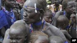 Hoton mutane da tashe tashen hankula suka raba da muhallansu aPibor, a Sudan ta kudu.