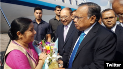 အိႏၵိယ ႏုိင္ငံျခားေရး၀န္ႀကီး Sushma Swaraj ႏွင့္ ဘဂၤလားေဒ့ရွ္ နိုင္ငံျခားေရး၀န္ႀကီးAH Mahmood Ali (India in Bangladesh)