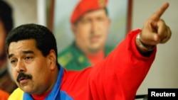 Presiden Venezuela, Nicolas Maduro menyampaikan sambutannya dari Istana Presiden Miraflores di Caracas (16/2).