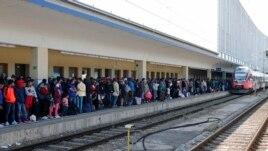 Rritet fluksi i emigrantëve në Hungari dhe Austri
