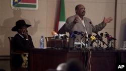 Omar el-Béchir à Juba en compagnie du président du Sud-Soudan, Salva Kiir