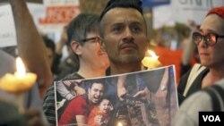 1月28号在洛杉矶国际机场抗议移民限制令的民众