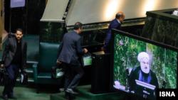 جمهوری اسلامی به خاطر کاهش شدید درآمد نفتی بعد از تحریم آمریکا با مشکل جدی در تامین بودجه مواجه است.