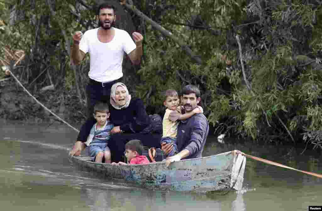 სირიელი ოჯახი თურქეთში გადასვლას ცდილობს, 10 ოქტომბერი, 2012