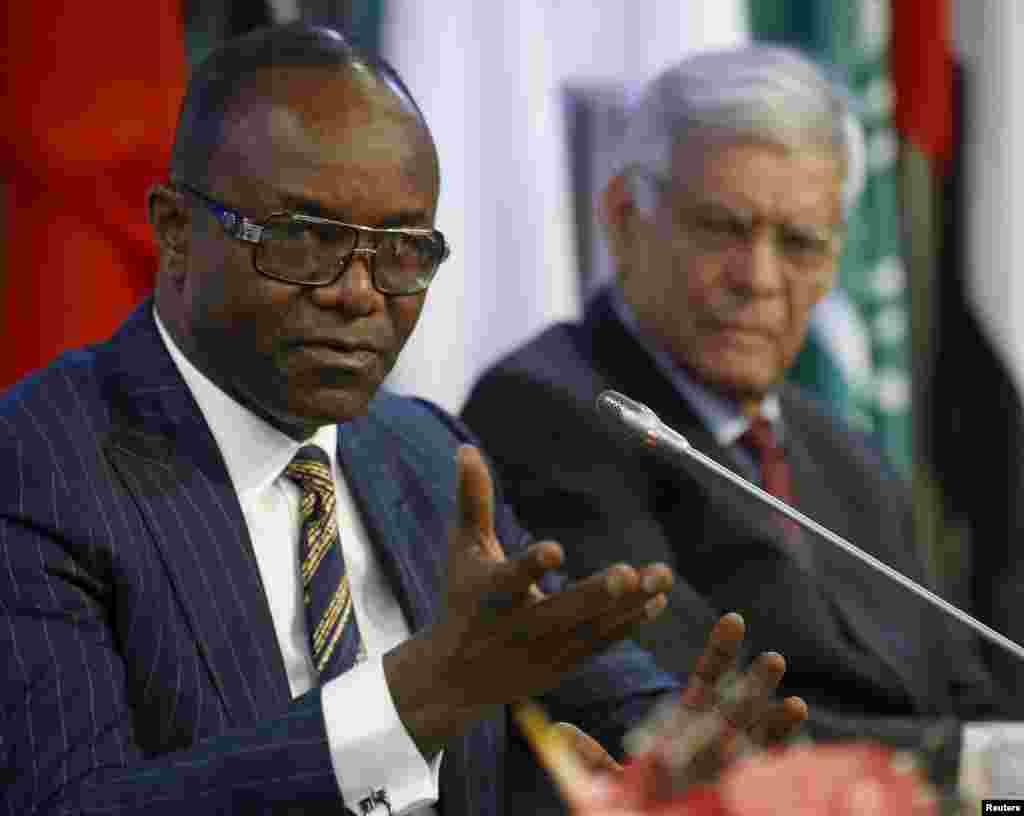Karamin Ministan Mai na Najeriya Emmanuel Ibe Kachikwu kuma Shugaban OPEC da Babban Sakataren OPEC Abdullah al-Badri.