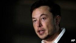 Archivo. El CEO de Tesla y fundador de Boring Company, Elon Musk da una conferencia de prensa el 14 de junio del 2018 en Chicago.
