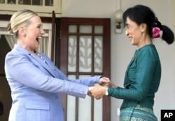 缅甸政治家昂山素季与美国国务卿克林顿