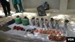 尼日利亞軍方展示在卡諾收繳的武器