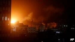 اسرائیلی طیاروں کے حملوں کے بعد غزہ میں حماس کی سیکورٹی کی عمارت میں دھماکہ ہوا اور آگ بھڑک اٹھی۔ 25 مارچ 2019