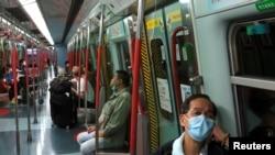 En China, el número de personas infectadas ha aumentado a diario. Pero fuera de China, el brote apenas se ha movido. Eso ha desconcertado a los expertos en salud.