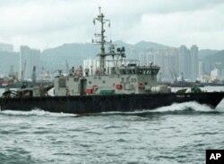 香港水警在维多利亚港戒备