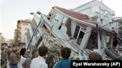 17 Ağustos 1999'da meydana gelen 7,4 büyüklüğündeki Gölcük merkezli deprem, özellikle Yalova, Sakarya ve İstanbul'da büyük yıkıma neden oldu