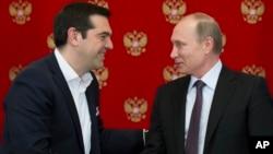 블라디미르 푸틴 러시아 대통령(오른쪽)과 알렉시스 치프라스 그리스 총리가 8일 모스크바에서 정상회담을 가졌다.