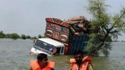 نیروی امداد ارتش در جستجوی بازماندگان سیل
