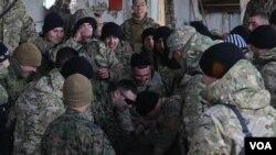 შეჯიბრი მკლავჭიდში ამერიკელ და ქართველ სამხედროებს შორის. ვაზიანი, 2012 წელი