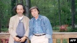 Đỗ Quang Em - Đinh Cường, vườn sau nhà Nguyễn Mạnh Hùng, Virginia 1995