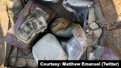 جعبه حاوی پول و جواهرات گرانبها در خیاط خانه ای در «استتن آیلند» نیویورک Courtesy: Matthew Emanuel