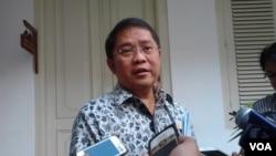 Menkominfo Rudiantara usai rapat terbatas di Istana Negara. (foto: dok)