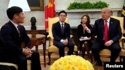 도널드 트럼프 미국 대통령이 지난 2월 다양한 분야에서 활동하는 탈북민들을 백악관으로 초청해 환담했다.