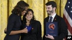 Michelle Obama elogió el poder de las artes para ayudar a las personas jóvenes a desarrollar su talento.