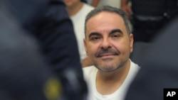 El expresidente salvadoreño Tony Saca es visto durante una audiencia con un juez en San Salvador, El Salvador, el 8 de agosto de 2018.