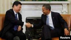 지난해 2월 부주석 자격으로 방미한 시진핑 중국 국가 주석(왼쪽)이 백악관에서 바락 오바마 대통령을 면담하고 있다. (자료사진)