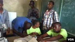 Pemilihan umum di sebuah TPS di Haiti, Minggu (25/10).
